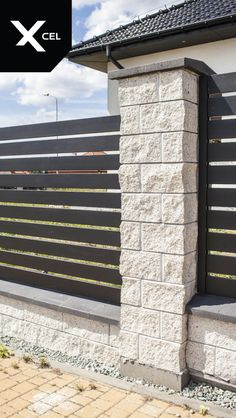 Rockina Crestone walls and posts with sandstone structure together with black aluminum fencing panels. // Murki i słupki o strukturze piaskowca oraz czarne aluminiowe przęsła Wood Fence Design, Modern Fence Design, Privacy Fence Designs, House Front Wall Design, Patio Design, Brick Wall Gardens, Roof Gardens, Burbank Homes, Stone House Plans