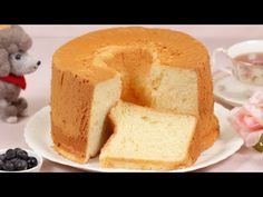 Enjoy the moist and fluffy Chiffon Cake along with whipped cream or custard cream! They will go great with this cake. You'll be able to make many different versions so it'll be fun to master this basic recipe. Angel Cake, Angel Food Cake Pan, Pinoy Dessert, Filipino Desserts, Food Cakes, Sweet Recipes, Cake Recipes, Orange Chiffon Cake, Tall Cakes