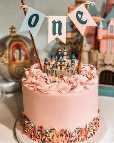 Disney Themed Cakes, Disney Cakes, Disneyland Birthday, Disney Birthday, Pretty Cakes, Cute Cakes, Cinderella Birthday, Vintage Disneyland, First Birthday Parties