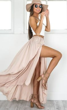 Top Frühling und Sommer Outfits Frauen Ideen Top Spring and Summer Outfits Women Ideas, # Ideas The post Top spring and summer outfits women& ideas appeared first on Leanna Toothaker. Skirt Outfits, Dress Skirt, Cute Outfits, Maxi Skirts, Maxi Skirt Outfit Summer, Summer Maxi, Long Skirts, Maxi Skirt With Slit, Beach Outfits