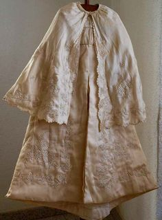 Etsy のVictorian Christening Baptism Gown Cape and Dress Embroidered Robe Collectors Item Doll Antique Vintage /916(ショップ名:GliciniaANTIQUE)