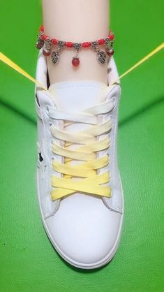 Ways To Lace Shoes, How To Tie Shoes, Your Shoes, How To Tie Converse, Ways To Tie Shoelaces, Diy Clothes And Shoes, Creative Shoes, Clothing Hacks, White Shoes
