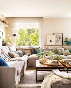 salón decorado en tonos grises y verdes