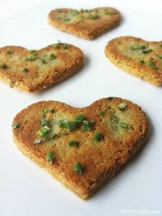Low Carb Cheese and Chive Crackers (Gluten Free) *This recipe is gluten free, grain free, low carb, clean, savory, perfect for scooping dips or dipped in your favorite soup. http://www.damyhealth.com/2012/04/low-carb-cheese-and-chive-crackers-gluten-free/