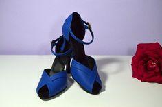 Svatební i společenské boty retro styl Model Alice T-styl. Exkluzívní kůže royal blue - královská modrá svatební boty, svatební obuv, svadobné topánky, svadobná obuv, obuv na mieru, topánky podľa vlastného návrhu, pohodlné svatební boty, svatební lodičky, svatební boty na nízkém podpatku, nude boty, boty v telové barvě, svatební boty na nízkém podpatku, balerínky, pohodlné svatební boty, Retro svadobné topánky kráľovská modrá Alice, Retro, Model, Scale Model, Retro Illustration, Models, Template, Pattern