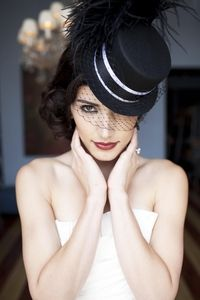 I can't resist a top hat… and a veil! http://www.pinkversion.com