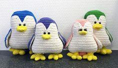 Kijk wat ik gevonden heb op Freubelweb.nl: een gratis haakpatroon van Mrs. Mom om deze superleuke pinguïns te maken https://www.freubelweb.nl/freubel-zelf/gratis-haakpatroon-pinguins/