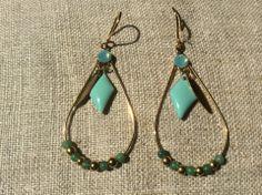 Boucles d oreille folk forme goutte turquoise et losange en email : Boucles d'oreille par guerloule