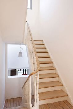 R novation escalier avec peinture blanche et noire et moulure murale photos avant apr s - Deco kooi d trap ...
