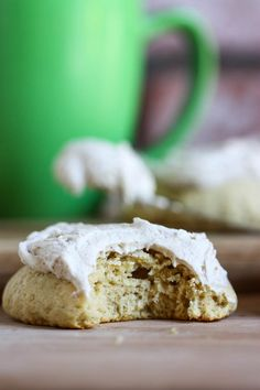Giant Chai Tea Frosted Cookies - These giant chai tea frosted cookies are the beautiful cross between a cupcake and a cookie.