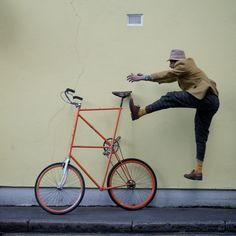 How to get on a tall bike (via CycleLove)