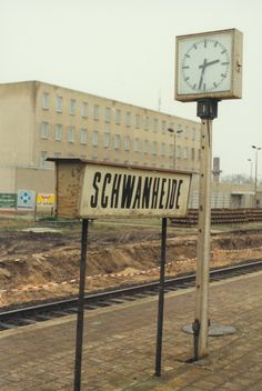 Schwanheide, 2. Januar 1994 – Gebäude der Grenztruppen der ehemaligen DDR. – Building of border troups/border police of former GDR. #Schwanheide #DeutscheReichsbahn #DDR #Grenztruppen Berlin, S Bahn, Germany, City, Creative, Railroad Pictures, January, Deutsch