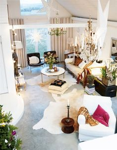 White luxury for holidays. Great space for the living room!