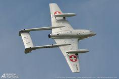 De Havilland Vampire of the Swiss Air Force Historic Flight. Air Fighter, Fighter Jets, De Havilland Vampire, Fun Fly, Swiss Air, Meteorology, Rockets, Venom, Golden Age