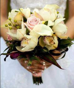 Buchet de Mireasa. Orhidee cymbidium. Tranfafiri by JuliasRoseShop Floral Wreath, Wreaths, Trending Outfits, Unique Jewelry, Handmade Gifts, Vintage, Etsy, Decor, Kid Craft Gifts