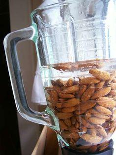 栄養たっぷりのアーモンドミルクをDIYする方法