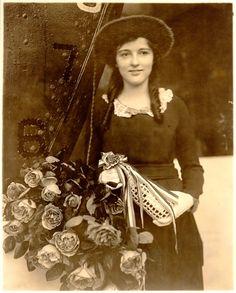 Miss Helen Strauss, sponsor, USS Reuben James, October 4, 1919. New York Shipbuilding Corporation, Camden, New Jersey.