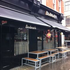 Bodeans best damn BBQ food in london - boss hog platter + Cocktails = awesome Great Places, Places Ive Been, Bbq Restaurants, Bbq Food, Best Bbq, American Sports, Red Walls, Store Fronts, I Missed