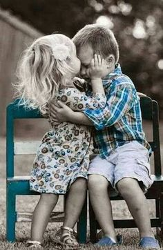 Best friends and young love Baby Kind, Baby Love, Little People, Little Ones, Big Bisous, Color Splash, Color Pop, Cute Kids, Cute Babies