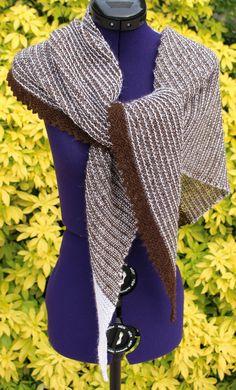 Châle à rayures de forme asymétrique http://www.alittlemarket.com/boutique/chaliere-2339933.html