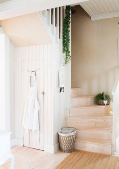 Minimalist Bathroom Ideas and Inspiration Minimalist Bathroom Design, Minimalist Home, Stair Well, Forest Cottage, Attic Spaces, Cabins And Cottages, Stairway To Heaven, Wooden House, Staircase Design