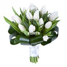 Воздушный букет из белых тюльпанов напомнит о приближении весны и подымет настроение. Состав: белый тюльпан - 19 шт, зелень, лента.