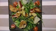 repas complet aux saveurs du sud ouest ... Ingrédients : pour 4 une belle salade verte quelques feuilles de roquette du pain rassis pour les croûtons 2 gousses d'ail 2 bols de haricots verts frais ou congelés 2 pommes de terre 1 tasse de pignon de pin...