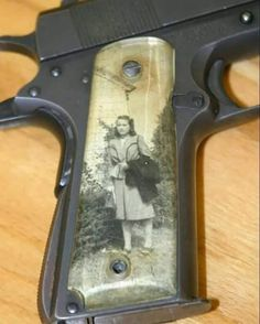 """Historical Pictures Page aimée · 15 février · During World War II, it was common for soldiers to keep family photos under clear grips on their 1911 pistols. They were called """"Sweetheart Grips."""""""