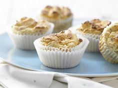 Muffins schmecken immer. Rhabarber-Limetten-Muffins - mit Vanille - smarter - Kalorien: 125 Kcal - Zeit: 45 Min. | eatsmarter.de