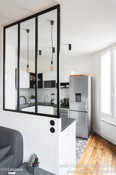 & & & & Modern kitchen black and white with canopy Home Room Design, House Design, Küchen Design, Interior Design, Small Cottage Kitchen, Design Moderne, Home Decor, Villa Luxe, Photo Voyage