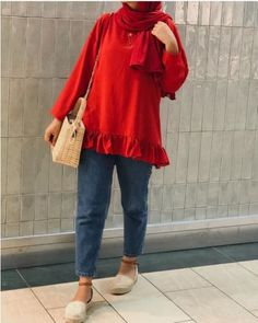 Cute hijab outfits for summer vacations Smart Casual Outfit, Casual Hijab Outfit, Casual Summer Outfits, Ootd Hijab, Outfit Summer, Muslim Fashion, Modest Fashion, Hijab Fashion, Fashion Outfits