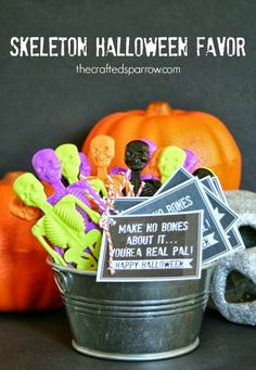 Turn a dollar section or dollar store find in to these cute Skeleton Halloween Favors with a fun printable perfect for a class gift. Halloween Tags, Halloween Party Favors, Halloween 2015, Halloween Skeletons, Holidays Halloween, Happy Halloween, Halloween Decorations, Halloween Ideas, Preschool Halloween