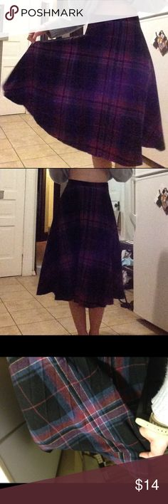 Vintage Plaid Skirt 💫 Purchased this at a vintage shop in Saint Louis. Has a zipper and a button to fasten. Pleated and in great condition! Says 11/12 on tag but fits me, a size 4 if that helps with size. Brand : Peerless. (NOT AA) styled in top photo with a cozy sweater tucked in. So comfy and cute!! American Apparel Skirts Midi