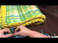 How to tie a fancy knot on a no-sew fleece blanket. These make great holiday gifts! So make one and snuggle up with it this winter! http://www.lilsuburbanhom...