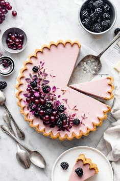 Blackberry & White Chocolate tart (Vegan & Gluten-free) recipes Informations About 🥮Einfach Köstlich! Tarte Vegan, Tart Recipes, Almond Recipes, Dessert Recipes, Keto Recipes, Party Desserts, Curry Recipes, Party Cakes, Healthy Recipes