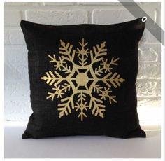 Black Christmas pillowChristmas Snowflake pillow for Christmas. & Gorgeous Handmade Christmas Pillow Inspiration | Cojines de ... pillowsntoast.com