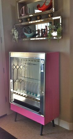 Can't think of anything I'd rather have in my entryway than a bubble-gum pink vintage cigarette vending machine. Happy Valentine's Day everyone! Vintage Love, Vintage Pink, Vintage Items, Vintage Stuff, Cigarette Vending Machine, Gumball Machine, Vintage Interiors, Ol Days, Googie