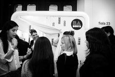BaBooth, cabinas de mensajes para casamientos.  http://www.casamientosonline.com/planea-tu-casamiento/1/buenos-aires/guia-de-servicios/39/propuestas-originales/10001/ba-booth