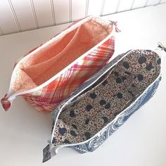 Emmaline Bags: Sewing Patterns and Purse Supplies: The Retreat Bag - A FREE Sewing Tutorial Bag pouch Sewing Hacks, Sewing Tutorials, Sewing Crafts, Sewing Tips, Bags Sewing, Free Tutorials, Sewing Ideas, Makeup Bag Tutorials, Sewing Patterns Free
