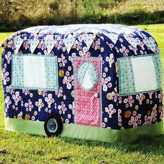 New sewing machine cover diy vintage caravans ideas Sewing Tutorials, Sewing Crafts, Sewing Ideas, Quilting Projects, Sewing Projects, Quilting Tips, Morris Homes, Sewing Rooms, Sewing Spaces