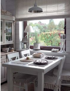 Small, but oh! This cozy # kitchen invites you to sit together. Curtains and upholstery are coordinated and the pastel colors are reflected in the showcase. A dream for fans of the # country house look - Home Decor Trend Cozy Kitchen, Rustic Kitchen, Home Decor Kitchen, Country Kitchen, Diy Home Decor, Kitchen Small, Neutral Kitchen, Room Decor, Curtains Childrens Room