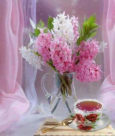DIY Spring Flower arrangements with pretty spring flowers.
