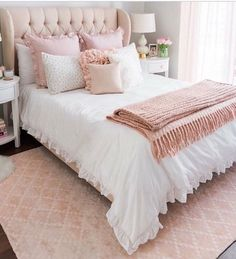 45 reliable tips for relaxing master bedroom ideas 10 - Wohnideen - Bedroom Decor Relaxing Master Bedroom, Dream Bedroom, White Bedroom, Teen Bedroom, Feminine Bedroom, Bedroom Romantic, Modern Bedroom, Contemporary Bedroom, Bedroom Ideas Rose Gold