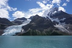 Berg Lake (Mount Robson Provincial Park Canada) [OC] [2048 x 1365] http://ift.tt/2arnhoe
