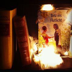 """Mein zweiter Coming-out Roman """"Tanz ins Flutlicht"""" in meinem Bücherregal :) Bin froh, was einst auf dem PC entstand, heut im Schrank stehen zu haben! <3"""