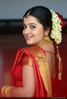 Indian Actress Hot Pics, Most Beautiful Indian Actress, South Indian Actress, Beautiful Actresses, Indian Actresses, Beauty Full Girl, Beauty Women, Indian Beauty Saree, Beautiful Saree