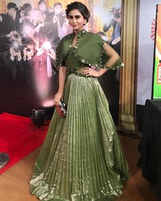 And one from the carpet ofcourse ! Party Wear Indian Dresses, Designer Party Wear Dresses, Indian Gowns Dresses, Indian Fashion Dresses, Kurti Designs Party Wear, Dress Indian Style, Indian Wedding Outfits, Indian Designer Outfits, Indian Outfits