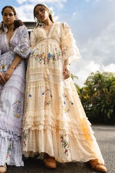 Fillyboo - Charm Your Way - Embroidered maxi dress/duster in Ecru. Pre-order ~ Ship date: August 7th, 2020 The 'Charm Your Way' maxi dress/duster is crafted from a delicate, luxurious and textured cotton with hand-touched layers of tulle and panels of folk-inspired embroidery. Get swept away in the romance of this dazz Bohemian Summer, Cut Work, Folk Fashion, Bodice, Kimono Top, Tulle, Fashion Outfits, Model, Cotton
