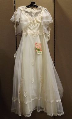 8b3b807727 Details about Vintage Modern Bride Magazine Wedding Dress SIZE XS - Small  Cream Ivory Color