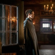 "New #Outlander 3x05 still with #CaitrionaBalfe as #ClaireFraser . Via FarFarAway . #OutlanderSeries…"""